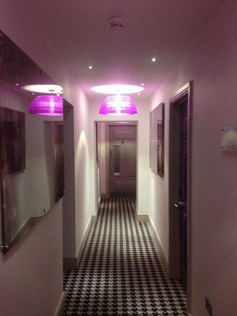 Hotel Indigo London Kensington:                   Hallway