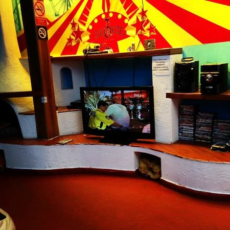 Cirque Hostel: TV Lounge Room
