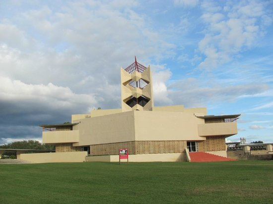 Florida Southern College : Annie Pfeiffer Chapel