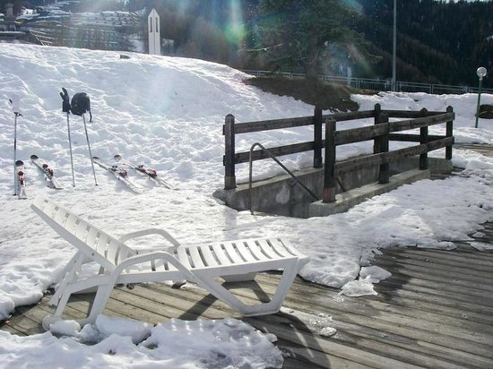 Hotel Chalet Des Alpes: Down to ski and boot room