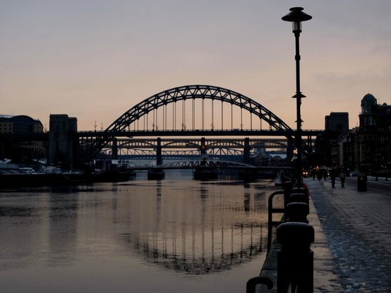 Copthorne Hotel Newcastle: Sunset along the Tyne