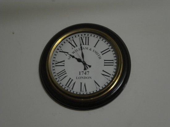 Hotel Himgiri:                   Clock at the room