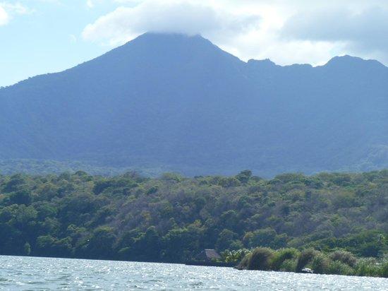 Leo Tours Comunitarios:                   Volcano