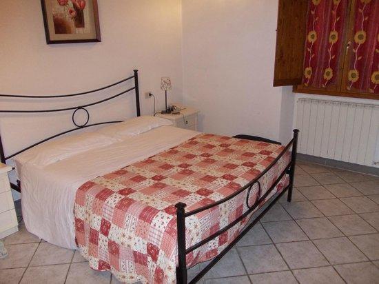 Hotel i Cedri:                   Camera con letto matrimoniale