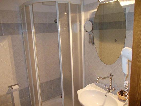 Hotel i Cedri:                   Il bagno
