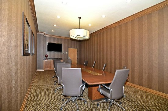 Best Western Plus Christopher Inn & Suites: 5 Chair Boardroom for smaller meetings