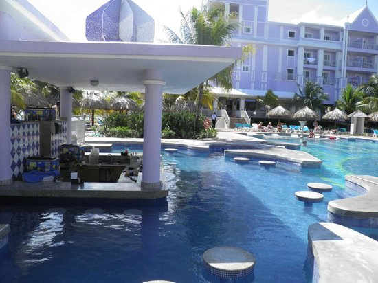 ClubHotel Riu Ocho Rios:                                     swim up bar/quite pool