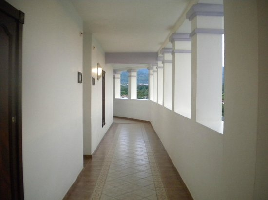 ClubHotel Riu Ocho Rios:                                     open air hallways