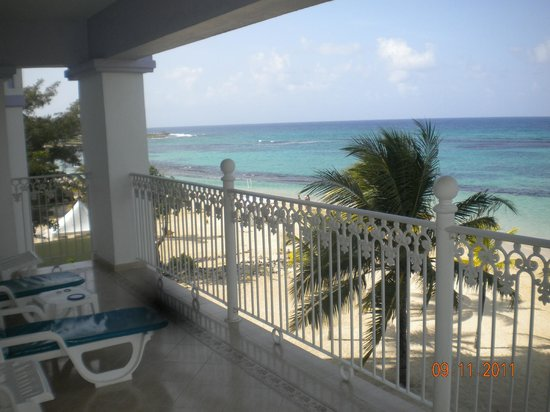 ClubHotel Riu Ocho Rios:                                     Suite 1161 view from balcony!!