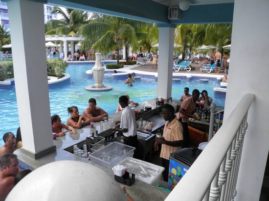 Hotel Riu Ocho Rios:                                     Swim up Bar not the quite pool but still fun