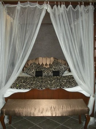 Ephesus Suites Hotel:                                     Bedroom