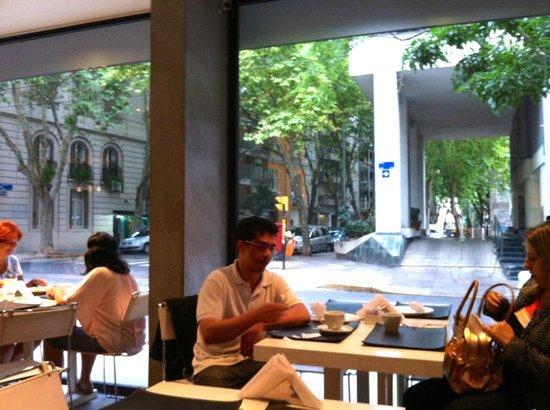 Epico Recoleta Hotel:                   Vista do café da manhã                 