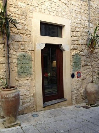 Locanda Don Serafino:                   Entrance