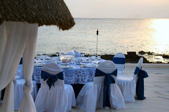 Presidente Inter-Continental Cozumel Resort & Spa: Beach Dinner