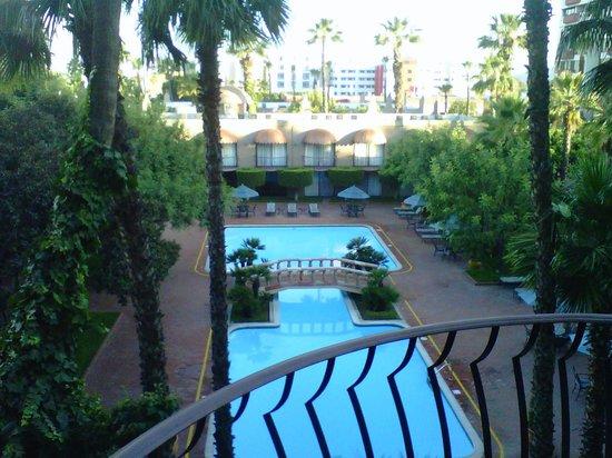 Hotel Lucerna Tijuana :                   Courtyard