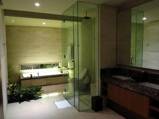 Pradha Villas:                   Spacious bathroom