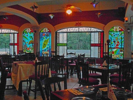 Gusto's Restaurant & Cantina:                   Gustos interior