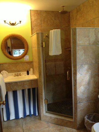 Tropical Inn:                   Pinnapple Hideaway Bathroom!  Perfection, and so luxurious!