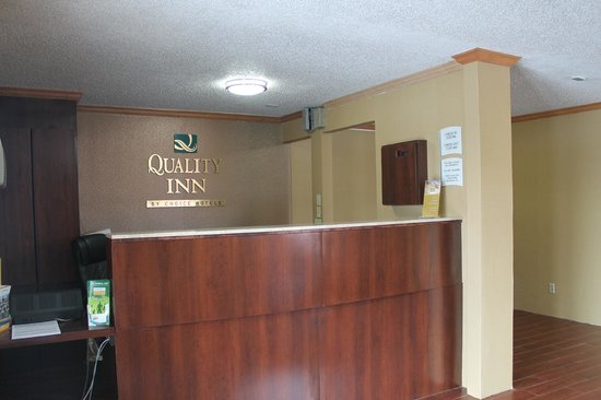 Quality Inn Hall of Fame: Front lobby