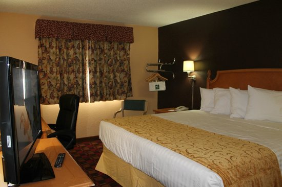 Quality Inn Hall of Fame : Room with King  Size Bed