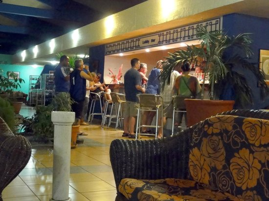 Hotel Rancho Luna: Traffic at the lobby bar