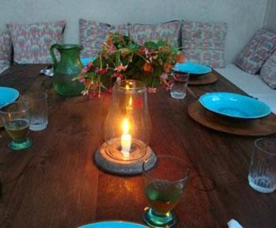 Karkadeh Restaurant: Table in small garden
