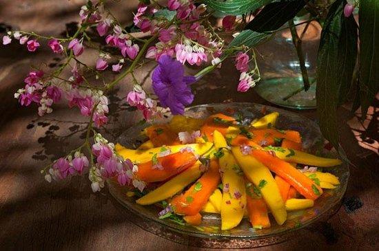 Karkadeh Restaurant : Mango Papaya Salad
