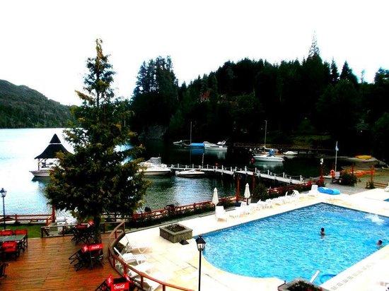 Bahia Manzano Resort:                   Vista desde una de las habitaciones (resto y piscina)