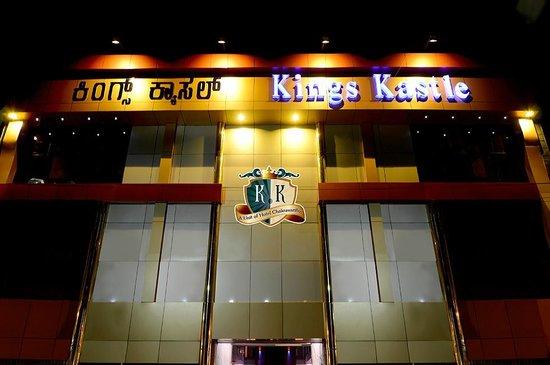 Front View of Hotel Kings Kastle.