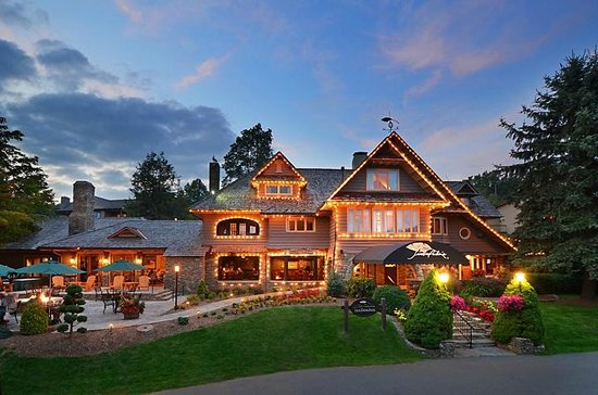 Chetola Resort at Blowing Rock: Timberlakes and The Bob Timberlake Inn