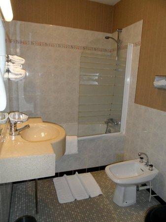 Le Germinal : baignoir et douche