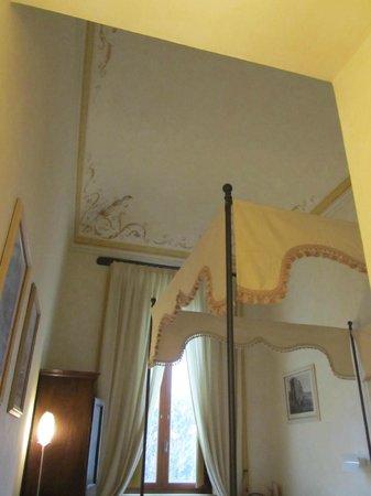 palazzo carradori:                   camera 9