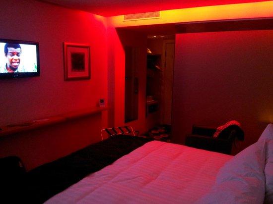 Holiday Inn Sittingbourne:                   Room with red mood lighting