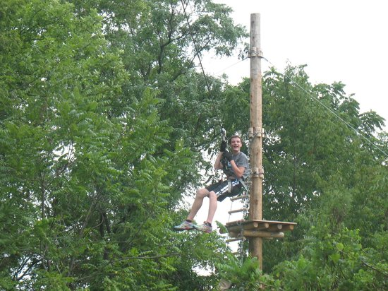‪‪Nashville Shores RV Resort & Campground‬: Treetop Adventure Park - Zip Line‬