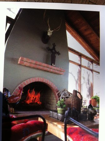 Stony Ridge Ranch: Enjoy wine by our outdoor fireplace !