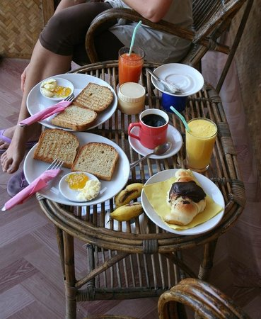 Dream Shore Beach Resort:                   colazione in veranda