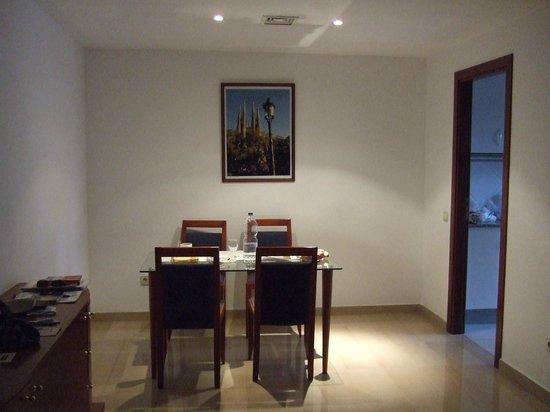Aparthotel Napols: Il tavolo del soggiorno