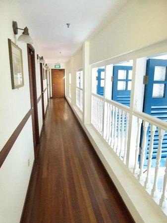 Perak Hotel: Room corridor