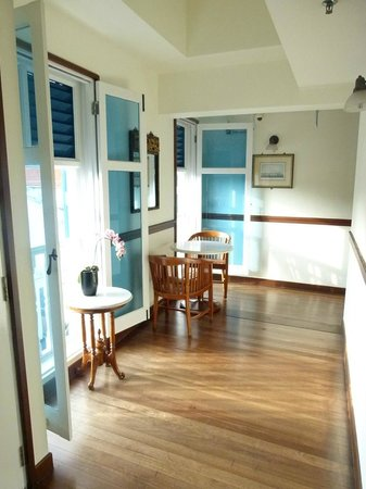 Perak Hotel: front corridors
