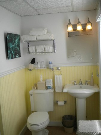 ‪‪Stirling House Bed and Breakfast‬: The Shelter Island bathroom‬