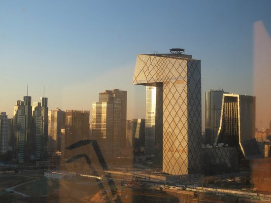 Sofitel Wanda Beijing: Daytime and the strange building I could see from room