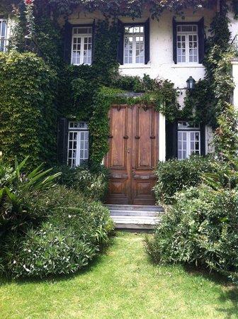 La Casa de los Limoneros:                   Preciosa puerta principal
