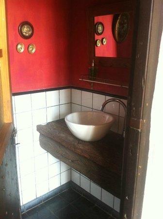 La Casa de los Limoneros:                   toilet de recepción