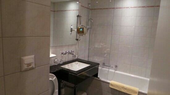 GAIA Hotel: Bathroom 2