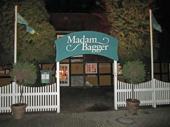 Korsoer, Danmark:                   Madam Baggers