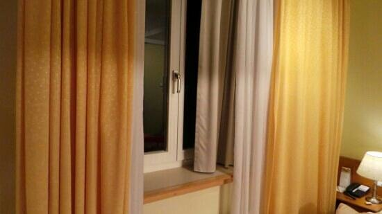 GAIA Hotel: Curtains and blinds