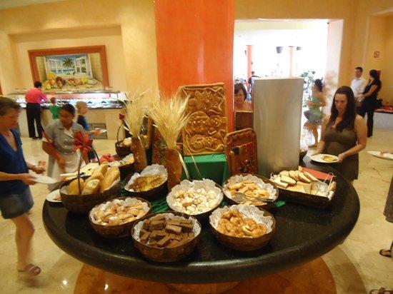 Barcelo Maya Tropical:                                     buffet