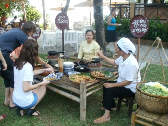 Vinh Hung Riverside Resort: Free local dishes to sample