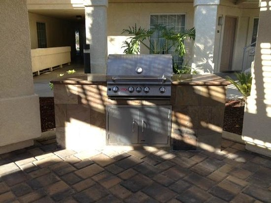 HYATT house Belmont/Redwood Shores:                   BBQ