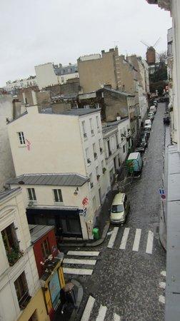Comfort Hotel Place du Tertre: calle